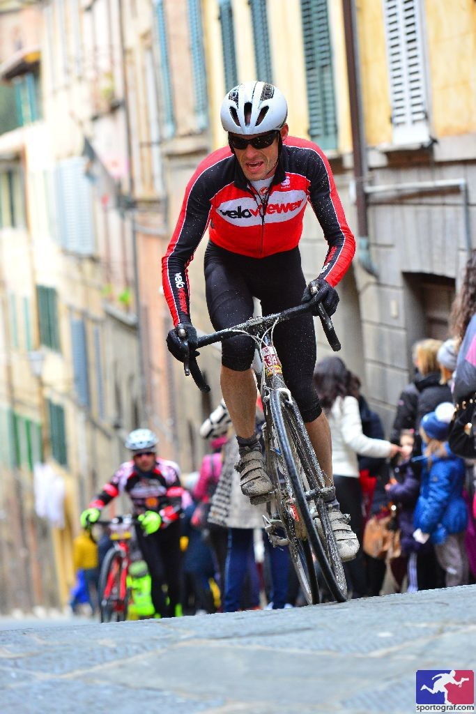 Battling up the final climb into Siena